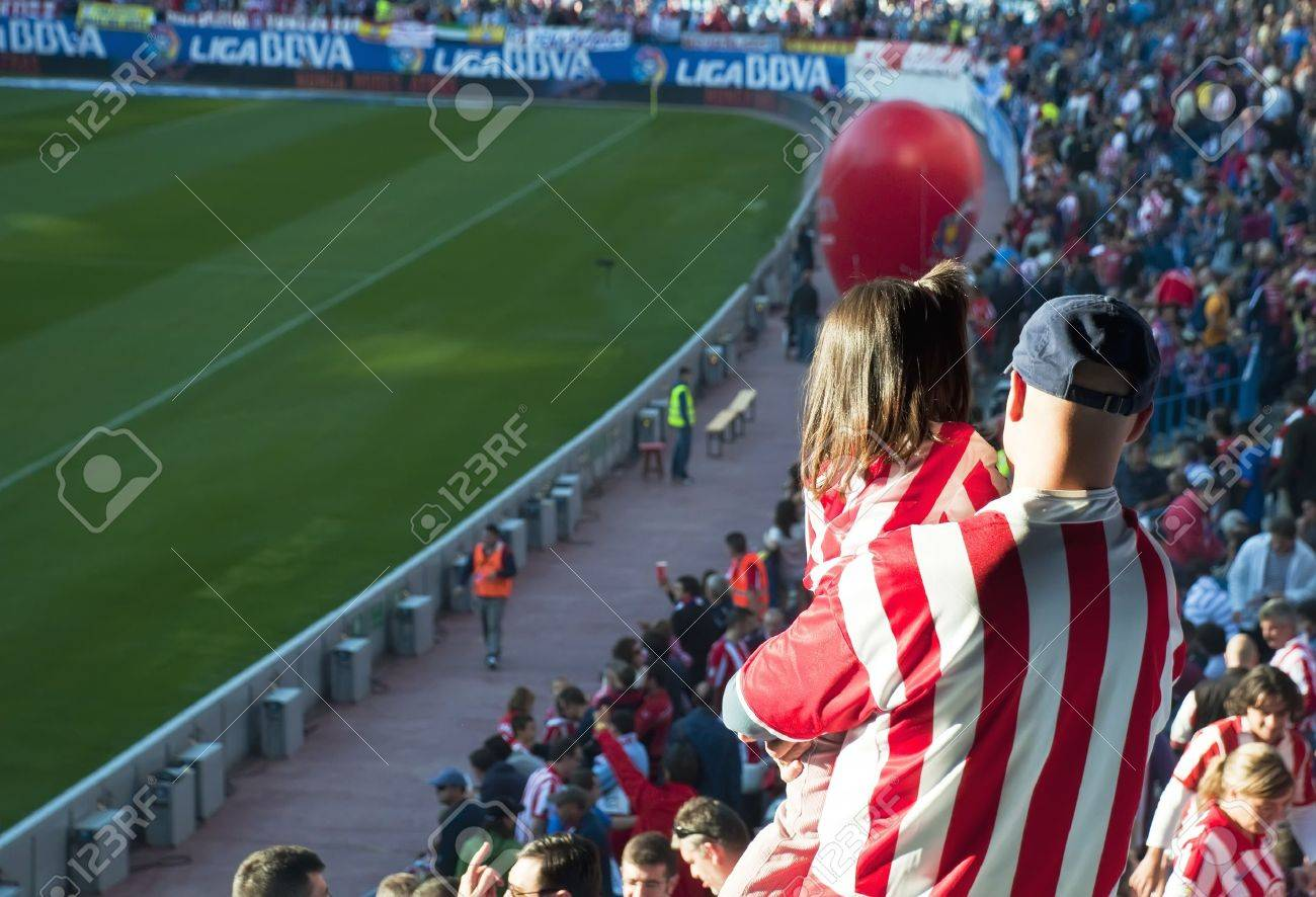 MADRID,SPAIN-OCTOBER 16: Vicente Calderon soccer stadium during a soccer game Atl�tico Madrid vs. Getafe on October 16,2010 in Madrid,Spain.The result of the match was Atletico Madrid 2 - Getafe 0 Stock Photo - 11565659