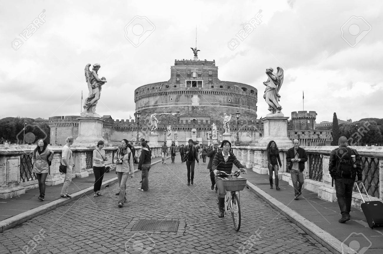 ROME, ITALY-OCTOBER 20:Unidentified people on the bridge of Sant'Angelo near the castle of the same name on October 20, 2011 in Rome, Italy.It is located on the right bank of the Tiber River and was completed by Antoninus Pius in 139 Stock Photo - 11988283