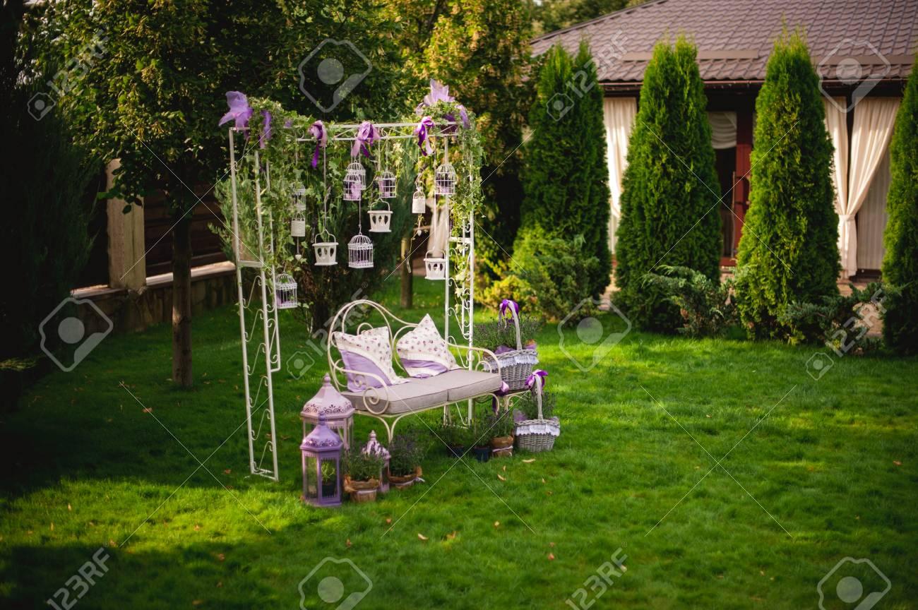 Ambiance Romantique Dans La Soiree Sur La Terrasse Au Mariage Banque