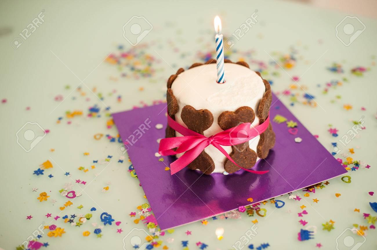 Immagini Stock Torta Di Compleanno Con I Biscotti Cane Osso