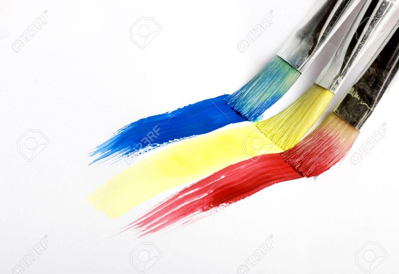 pincel pintando. pincel pintando una raya de arco iris foto archivo - 7902212 123rf