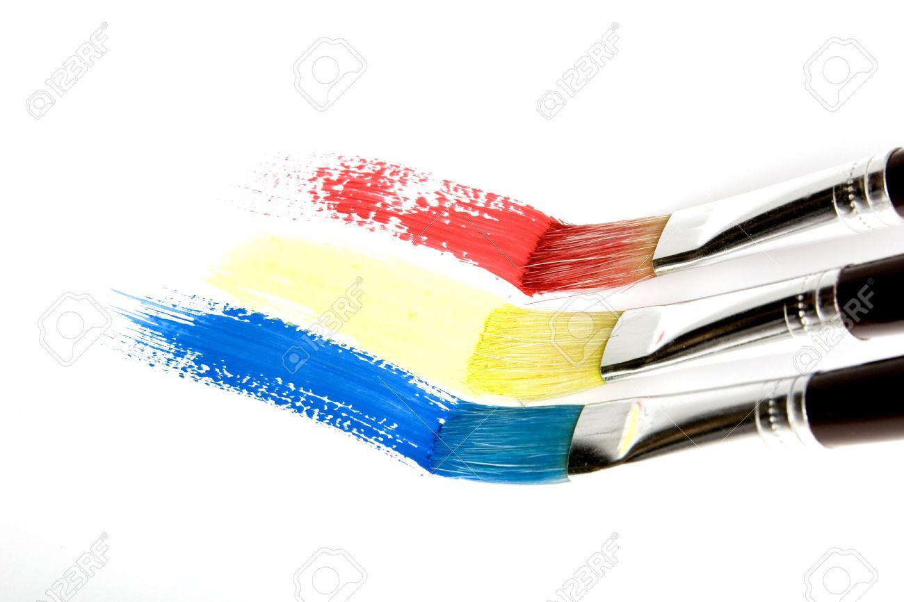 pincel pintando. pincel pintando una raya de arco iris foto archivo - 7902094 n