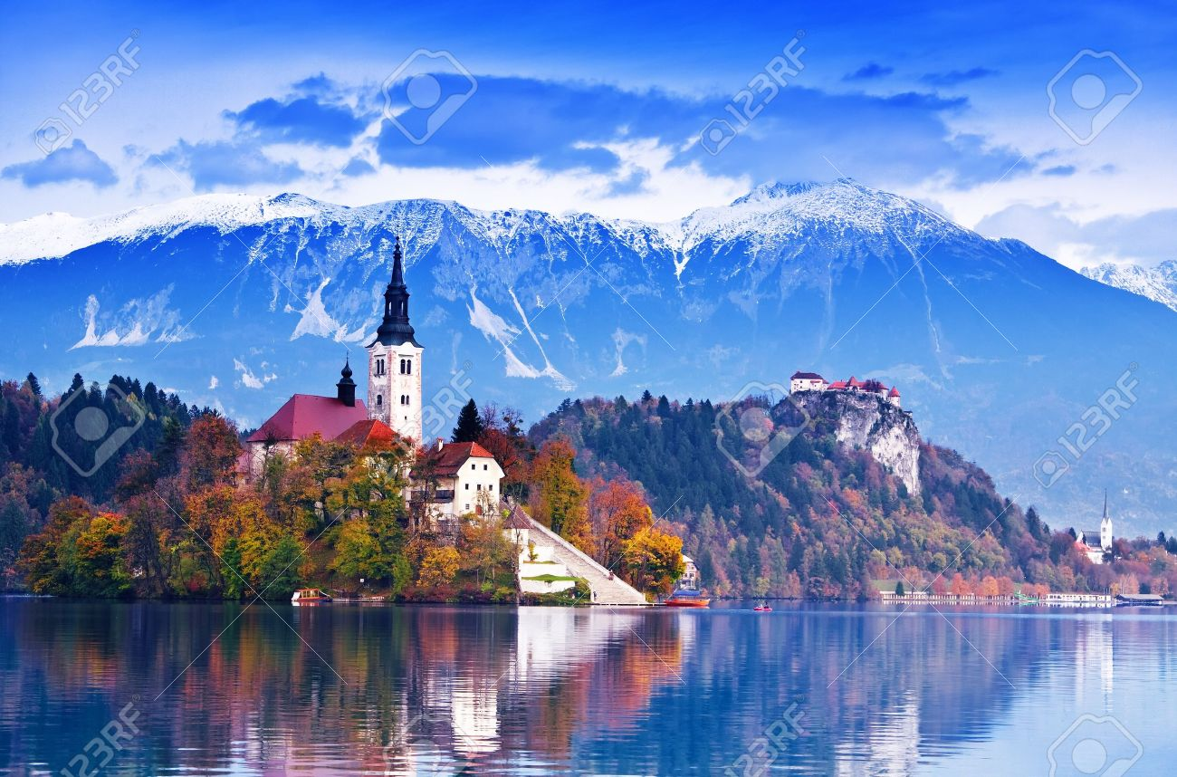 Bled with lake, island, castle and mountains in background, Slovenia, Europe Stock Photo - 8746335