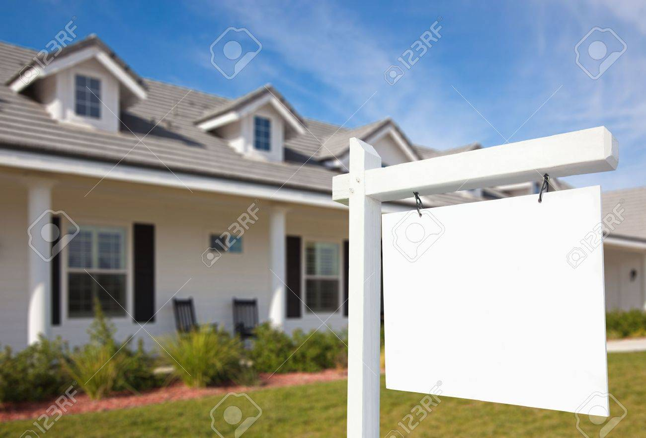 Blank Real Estate Sign & New Home Stock Photo - 6028681