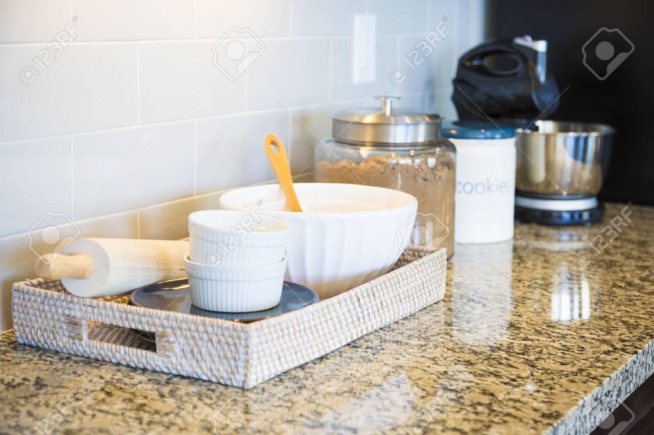 Schöne Marmor Küche Zähler Nach Oben, U-Fliesen Aufkantung Und ...