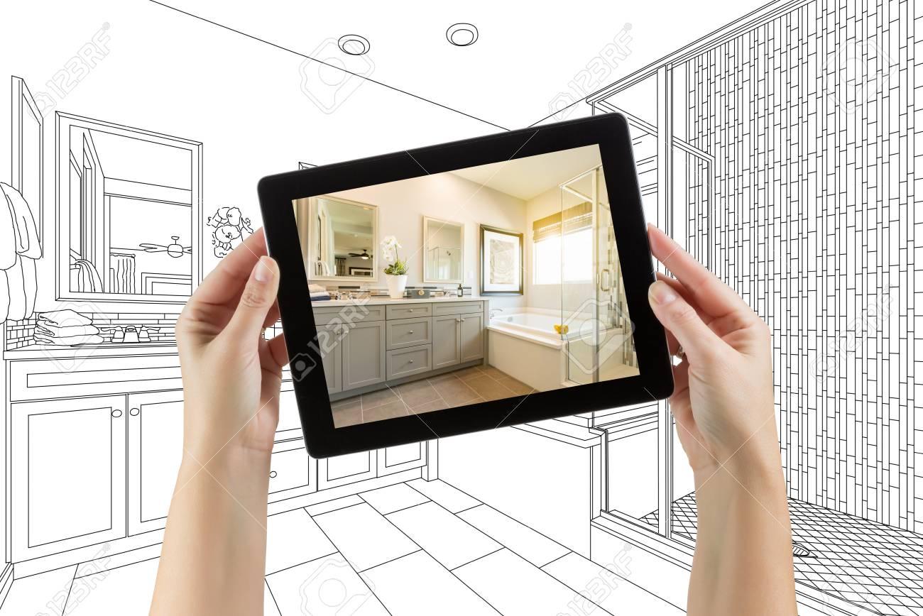 Mains tenant une tablette d & # 39 ; ordinateur avec le maître de salle de  bain de dessin sur l & # 39 ; écran