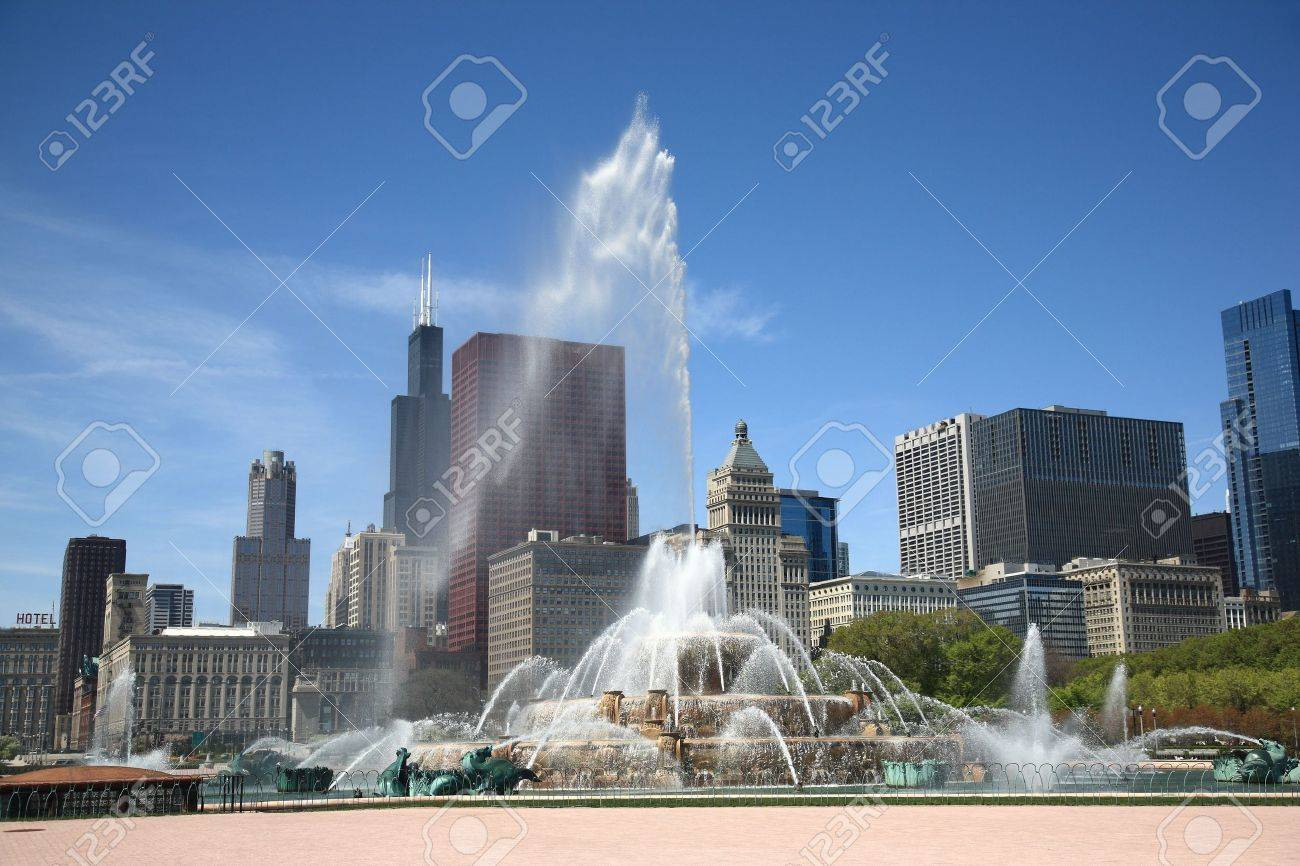 Chicago Skyline and Fountain Stock Photo - 6958076