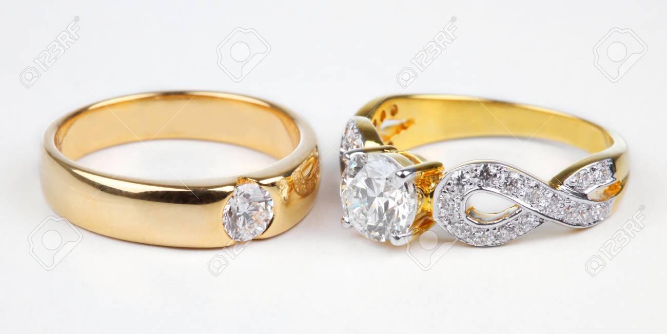 bague en or avec un diamant