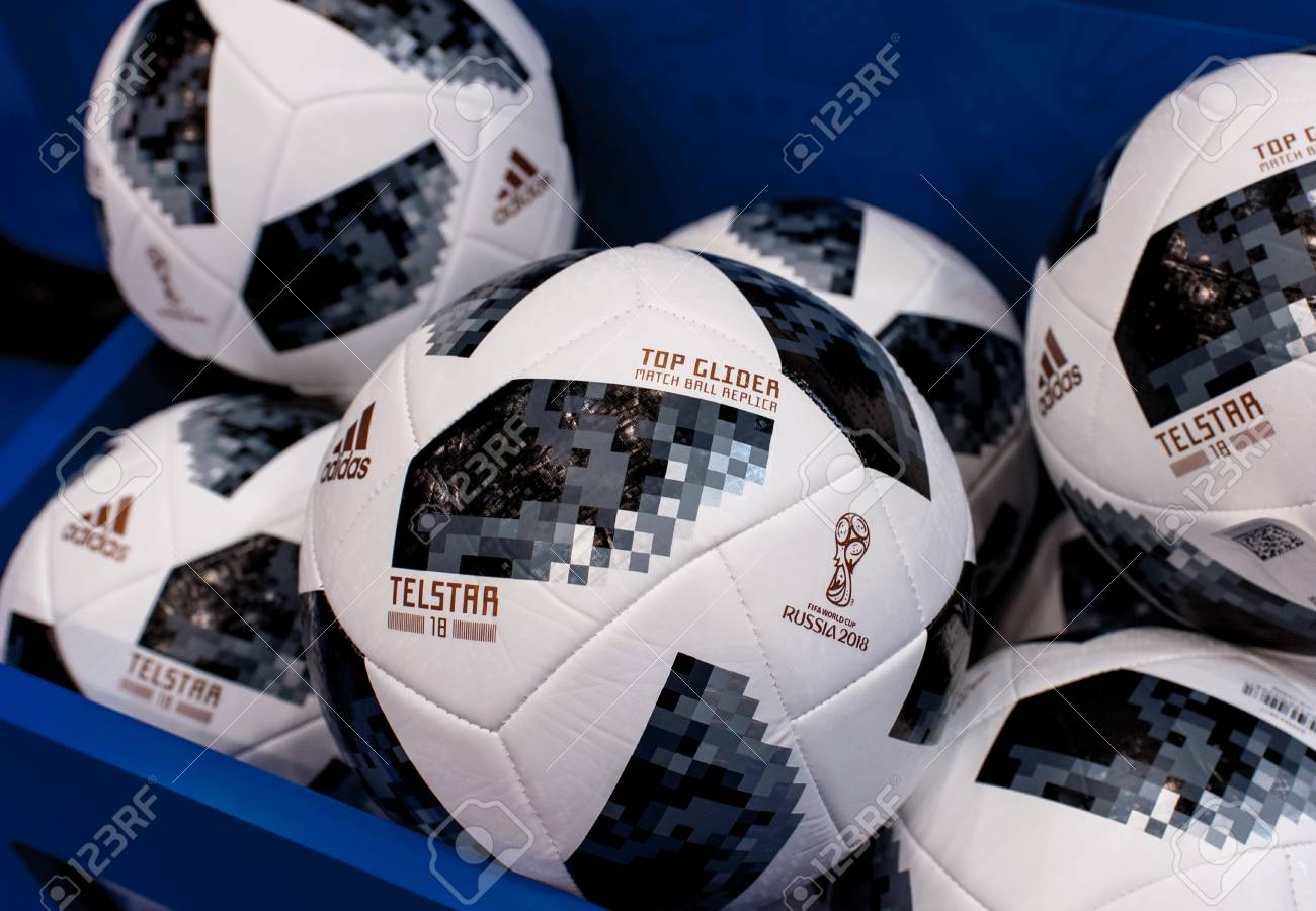 Despido paracaídas Ernest Shackleton  December 14, 2017 Moscow, Russia. The Official Ball Of FIFA World.. Stock  Photo, Picture And Royalty Free Image. Image 92143556.