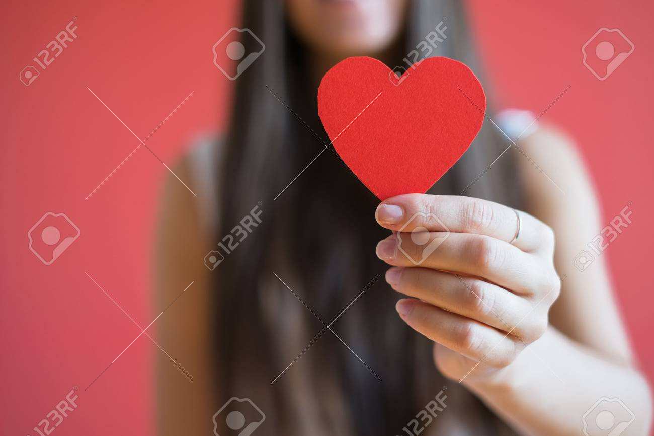Picture icon paper heart in hand - 33714461