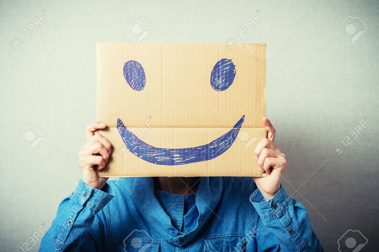 Curly man with a kraft cardboard instead of a head, a cheerful smiley. On a gray background. - 42327317