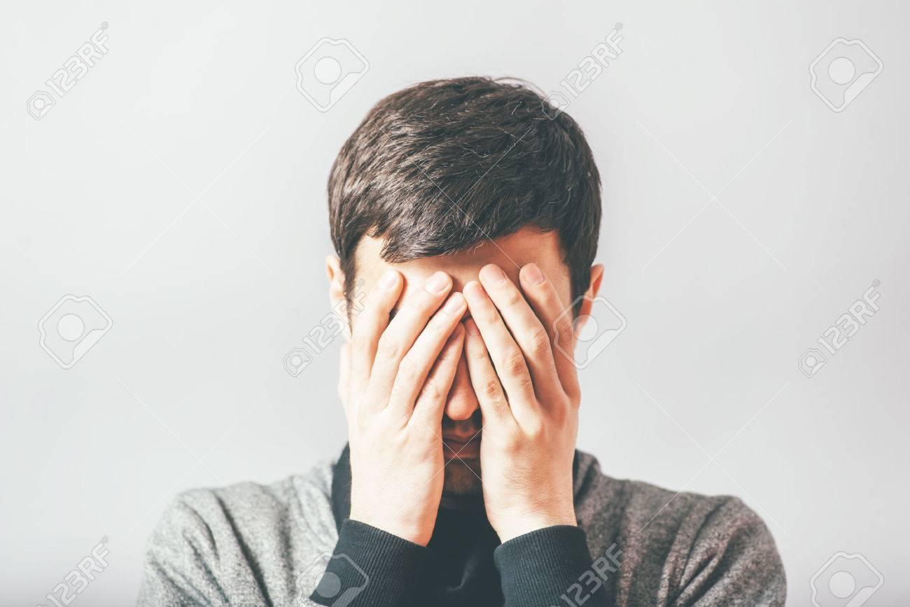 man in despair Standard-Bild - 42327406