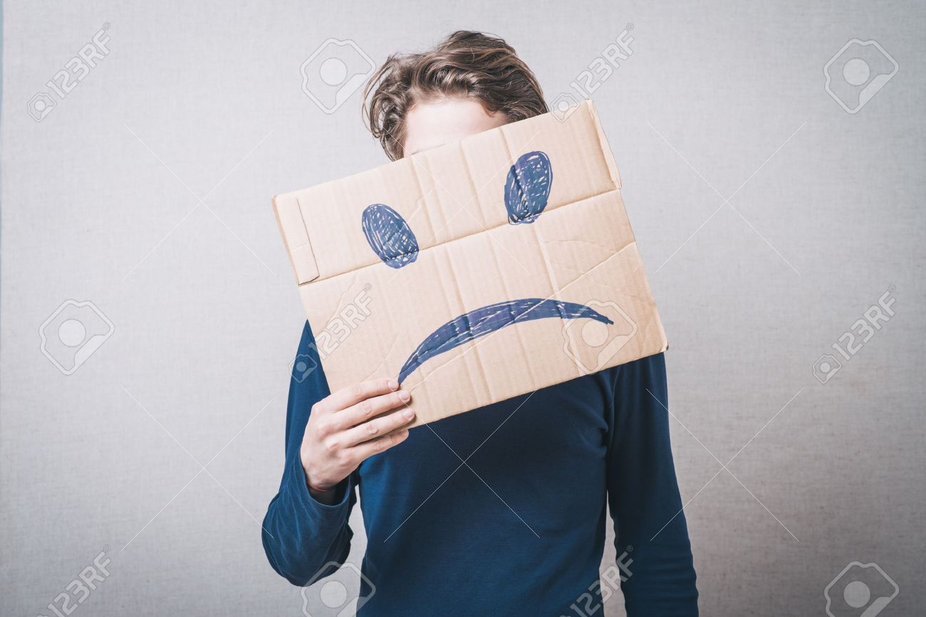 Young man with a cardboard on his head with sad face - 43136798