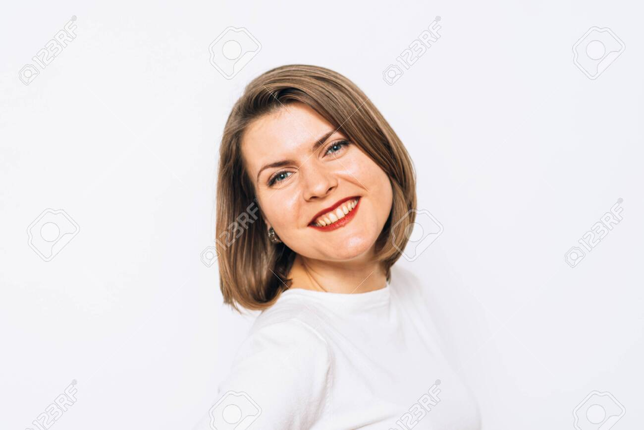 Woman smiling - 143982940
