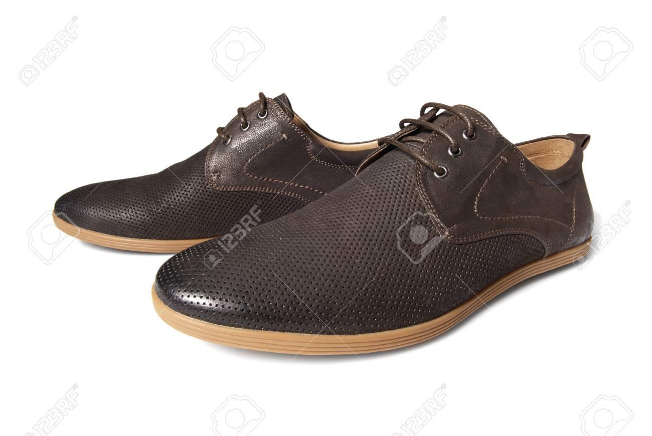 78bc2b6623 El estudio tiró de hombre zapatos marrones sobre fondo blanco Foto de  archivo - 21448357