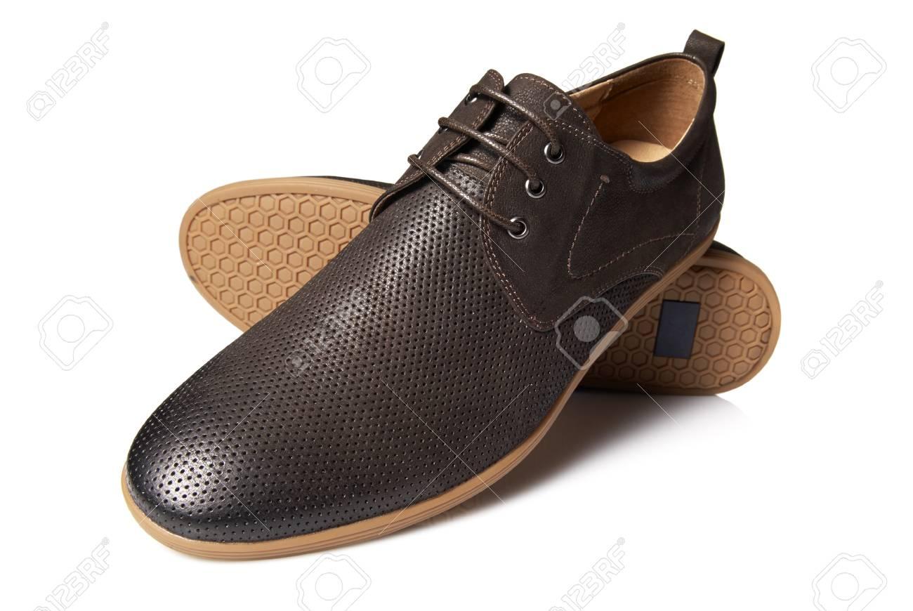 6466190f89 El estudio tiró de hombre zapatos marrones sobre fondo blanco Foto de  archivo - 21448359