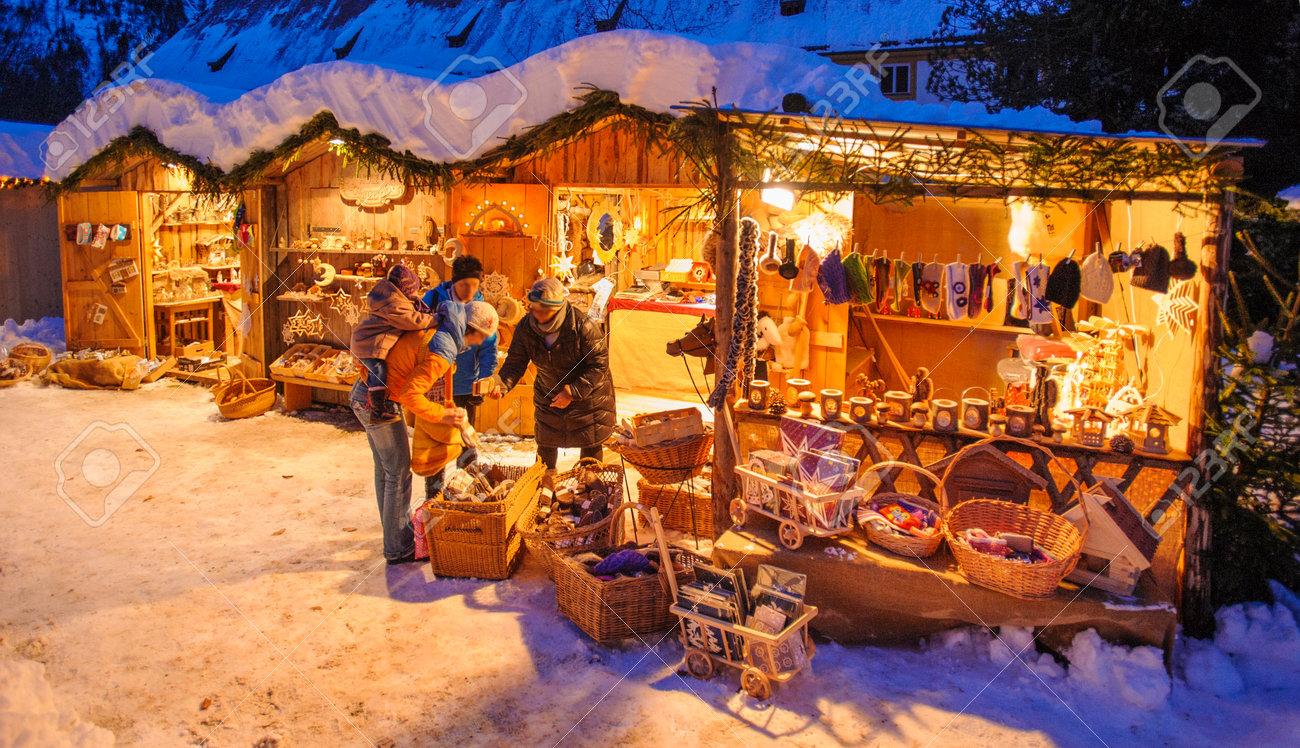 Romantischer Weihnachtsmarkt.Stock Photo