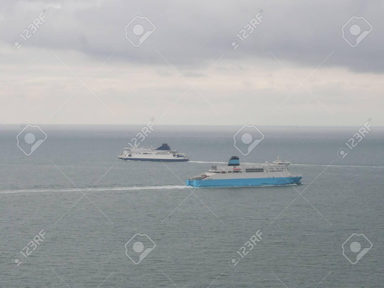 transbordadores en el canal Inglés Foto de archivo - 543219