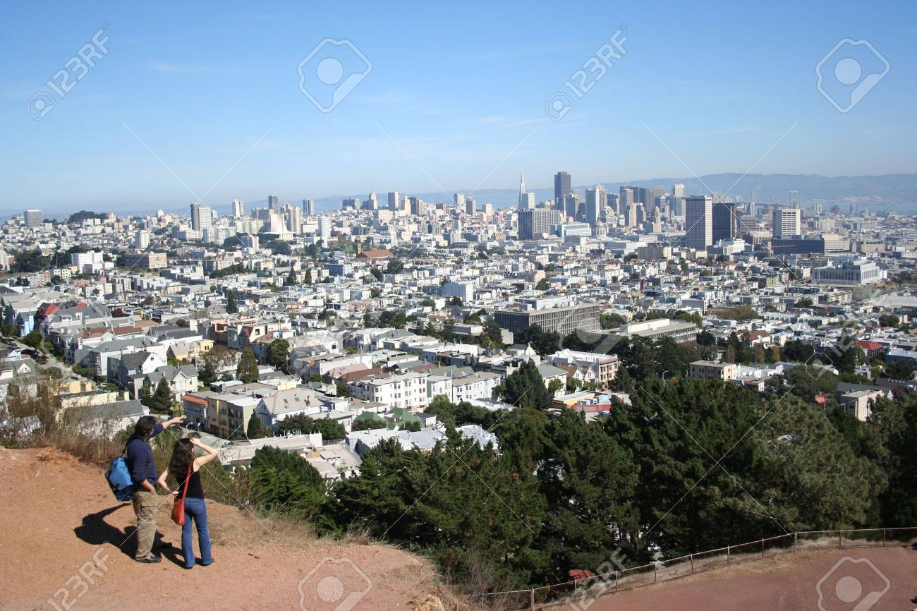 man pointing at San Francisco skyline Stock Photo - 559217