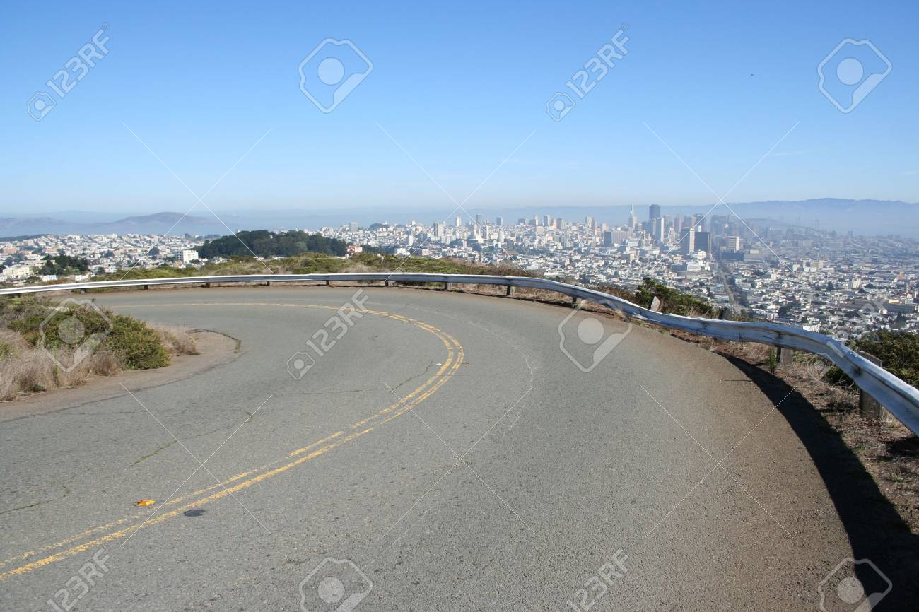 road near twin peaks with view of San Francisco Stock Photo - 559190