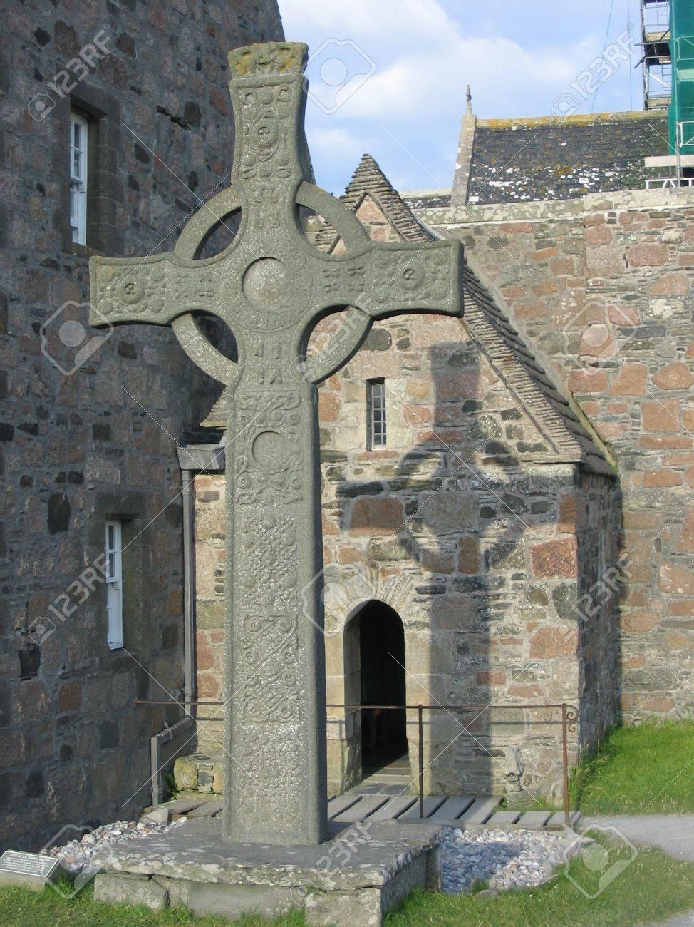 Celtic Cross And Iona Abbey, Scotland Stock Photo   716995