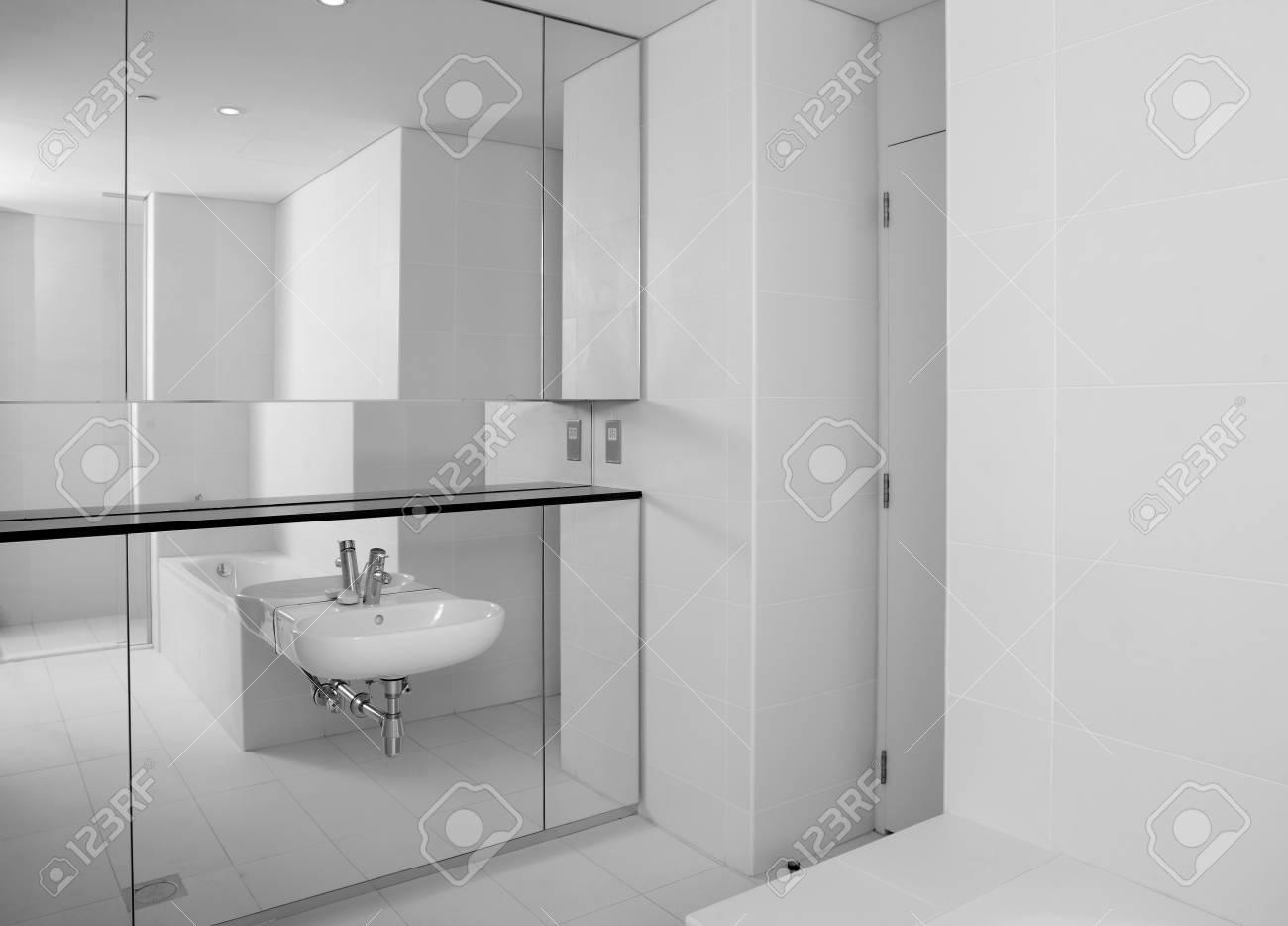 Luxe en zeer schoon toilet in europese stijl royalty vrije foto