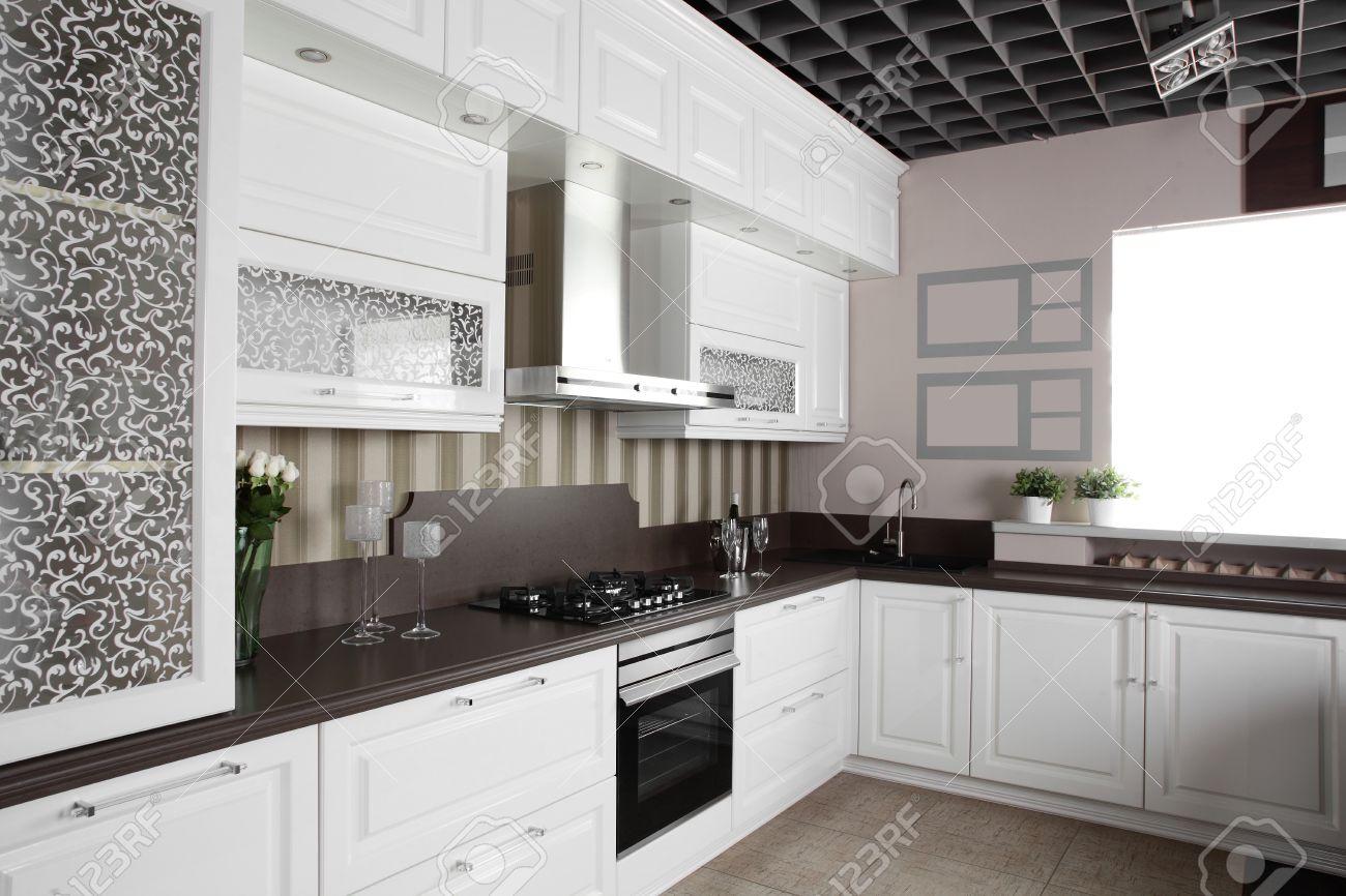 Luxe Keuken Interieur Met Moderne Meubels Royalty-Vrije Foto ...