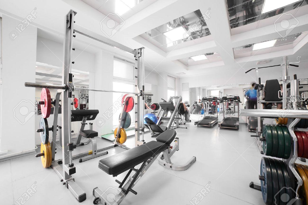 Interieur De La Nouvelle Salle De Sport Moderne Avec Des Equipements