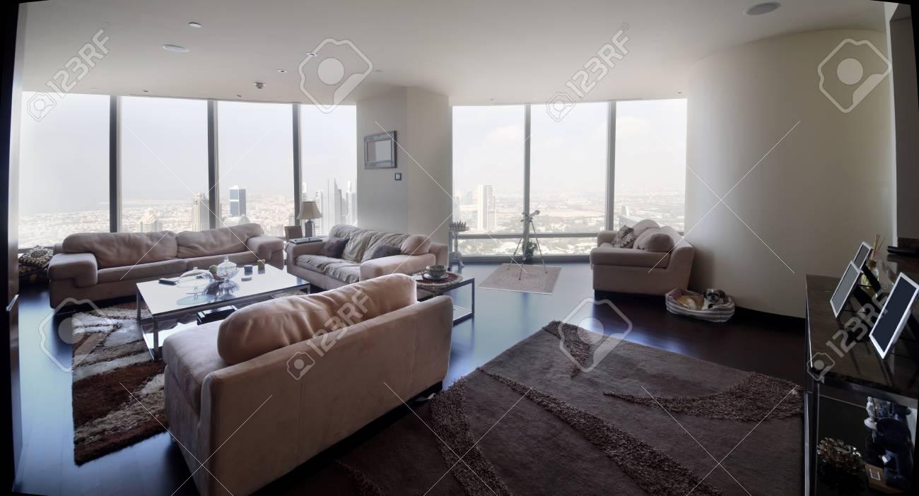 Salotto Moderno Grande : Grande e luminoso interni del salotto moderno foto royalty free