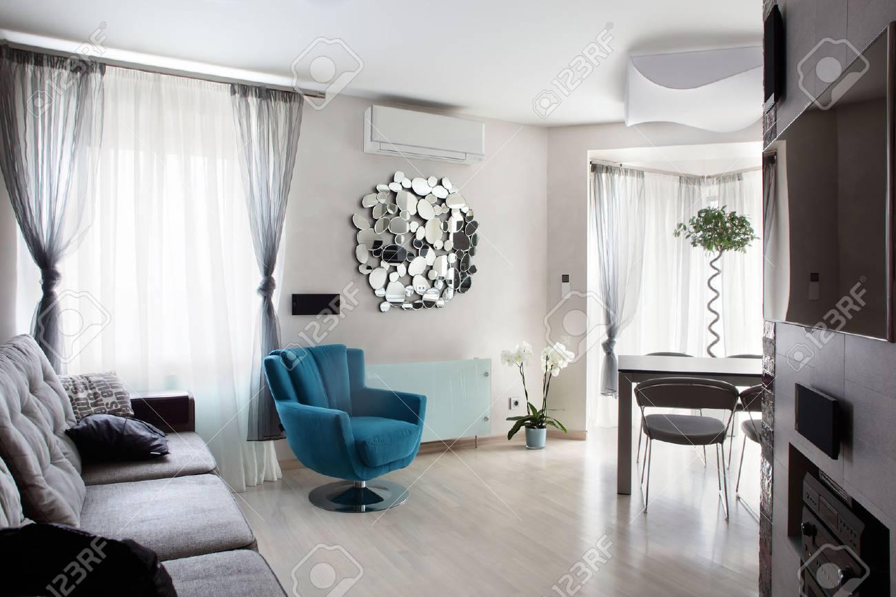 Gross Und Hell Interieur Des Modernen Wohnzimmer Lizenzfreie Fotos