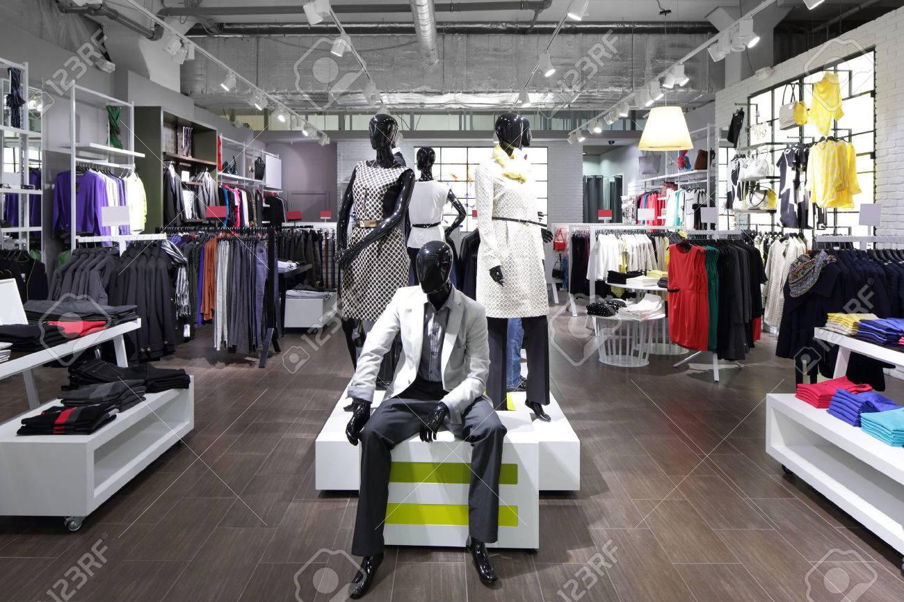 https://previews.123rf.com/images/fiphoto/fiphoto1409/fiphoto140901057/32342750-le-luxe-et-la-mode-tout-nouveau-int%C3%A9rieur-du-magasin-de-tissu.jpg