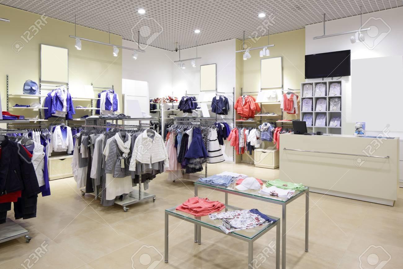 79251028f6354 Banque d images - Nouvel intérieur de luxe et de marque à la mode des  enfants magasin de tissu