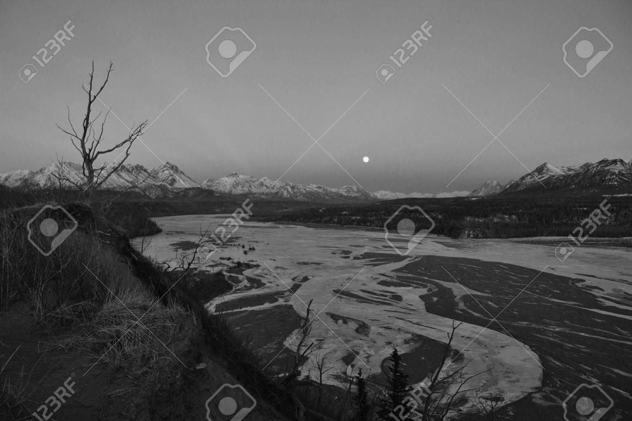 Winter in Alaska Stock Photo - 32794316