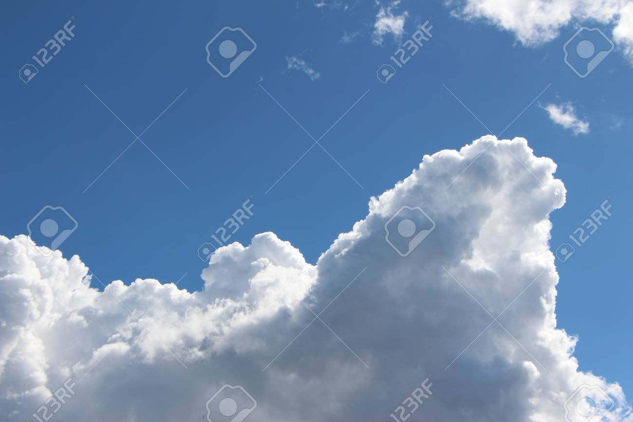 Cloudy day Stock Photo - 33113569