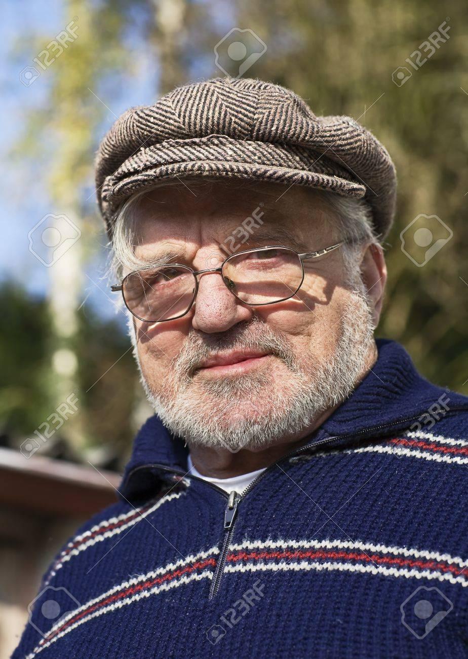 Senior man wearing flat cap Stock Photo - 10408263 e32a92fcaea