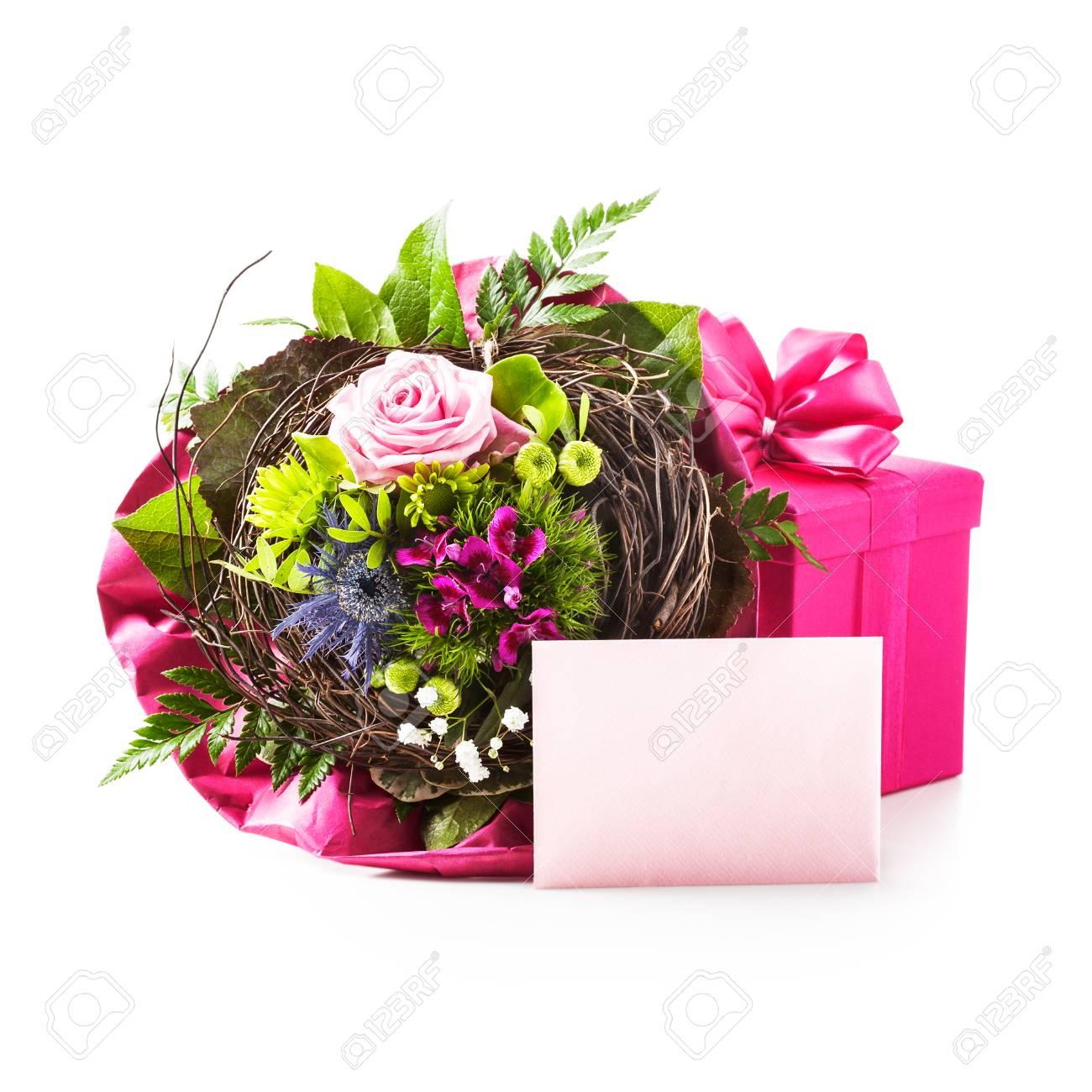Bouquet De Fleurs Boite Cadeau Rose Et Carte D Invitation Isole Sur