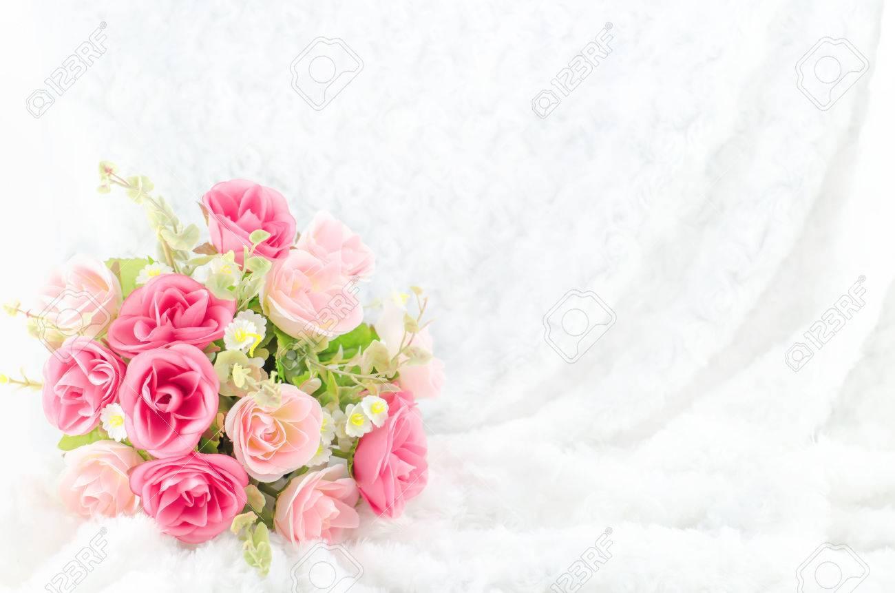 Pastell Farbige Kunstliche Rosa Rose Hochzeit Brautstrauss Auf Weissem