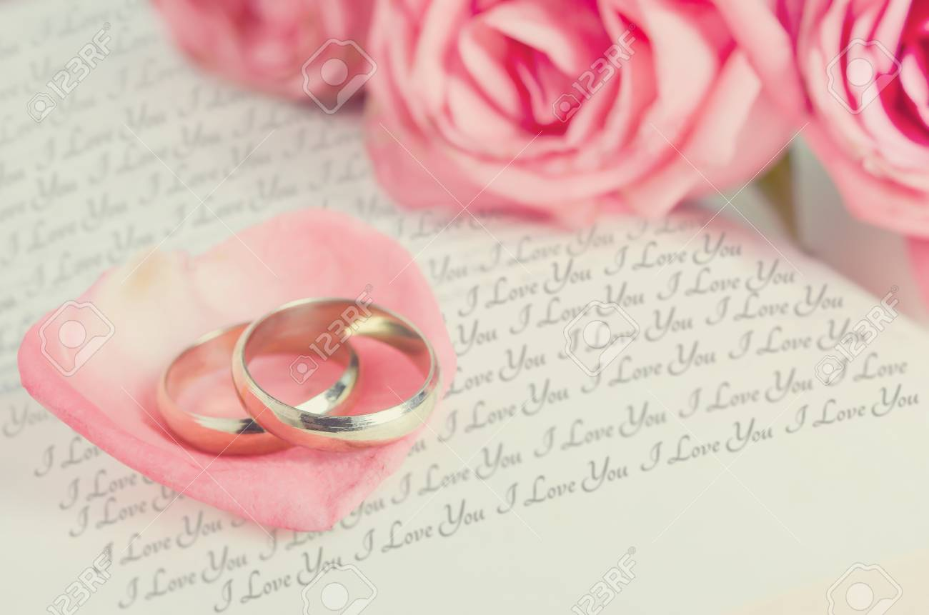 Golden Rings On Pink Rose Petal With Pink Rose Flower Bouquet ...