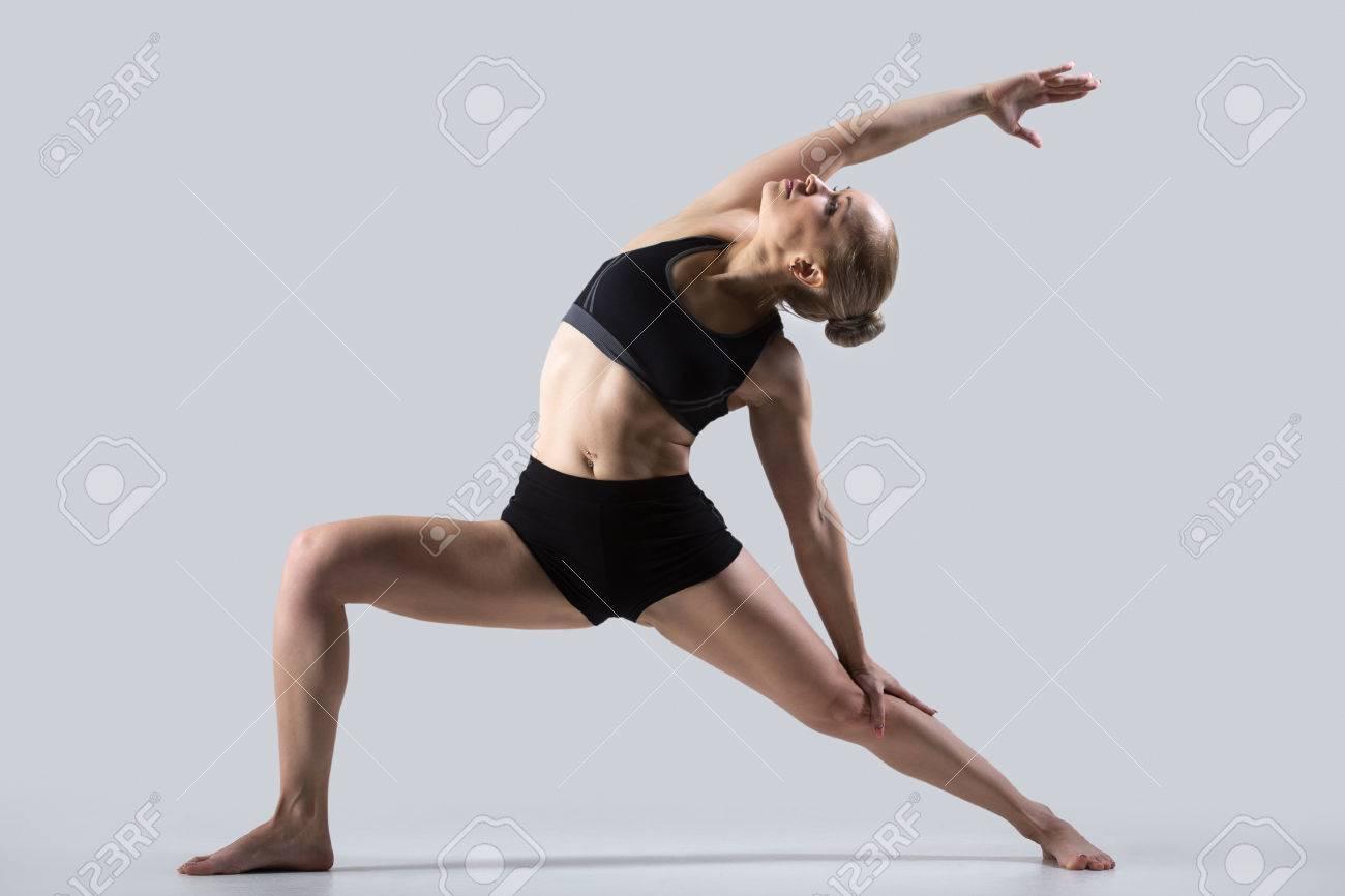 Banque d images - Sporty belle jeune femme à pratiquer le yoga 99a15db78ab