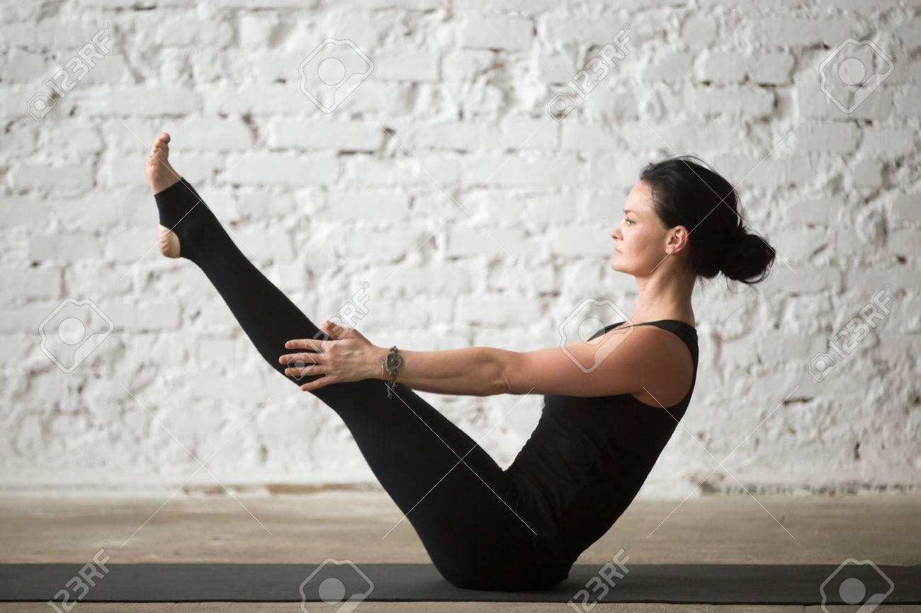 Junge Yogi Attraktive Frau üben Yoga Konzept, Stretching In ...