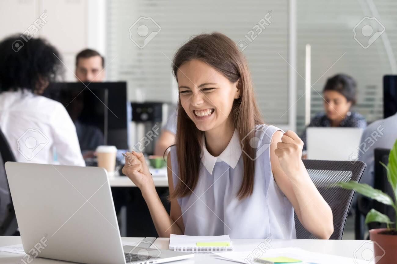 девушка студентка работа