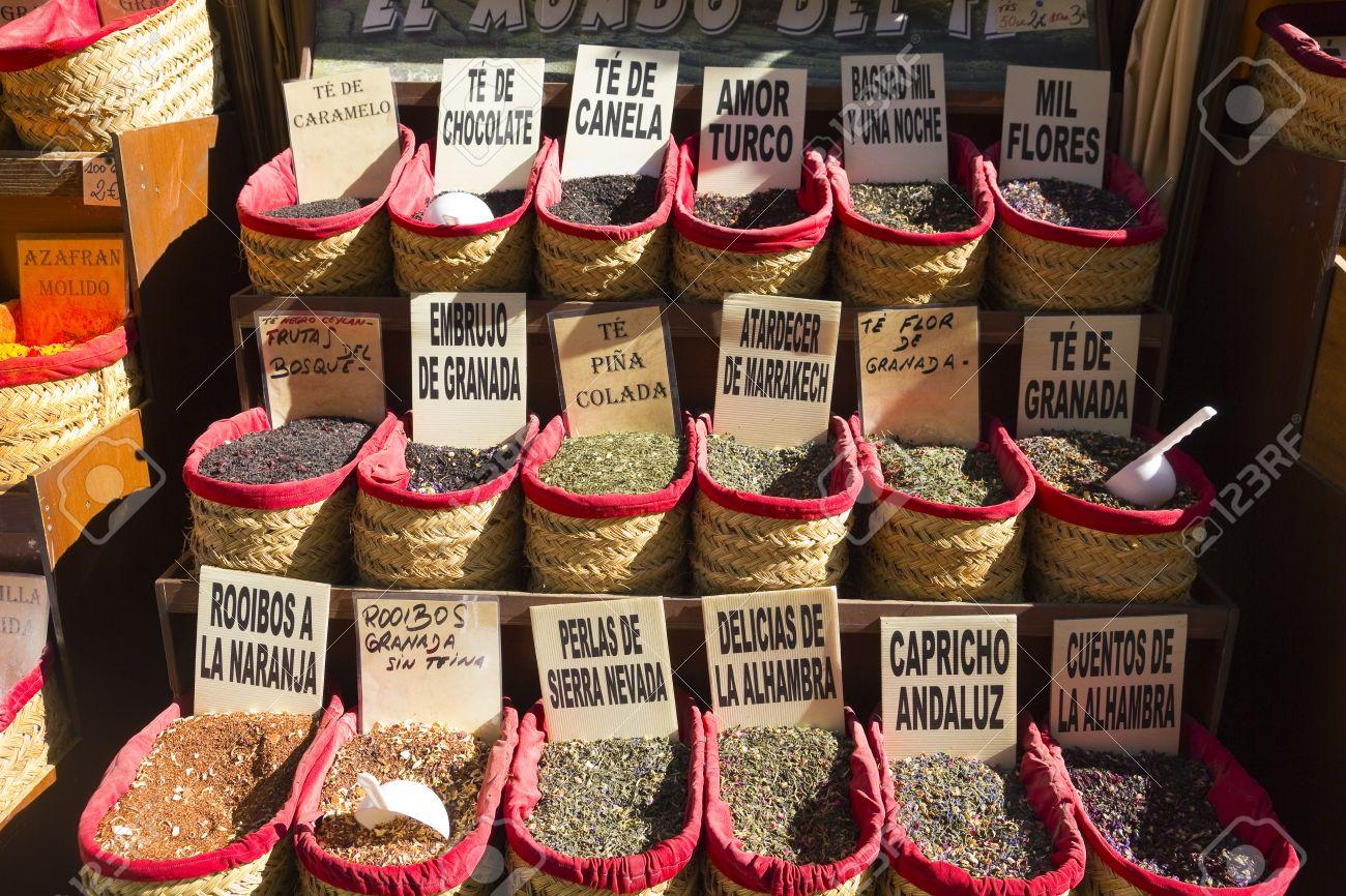 Gewurze Shop Im Oriental Market In Granada Spanien Lizenzfreie