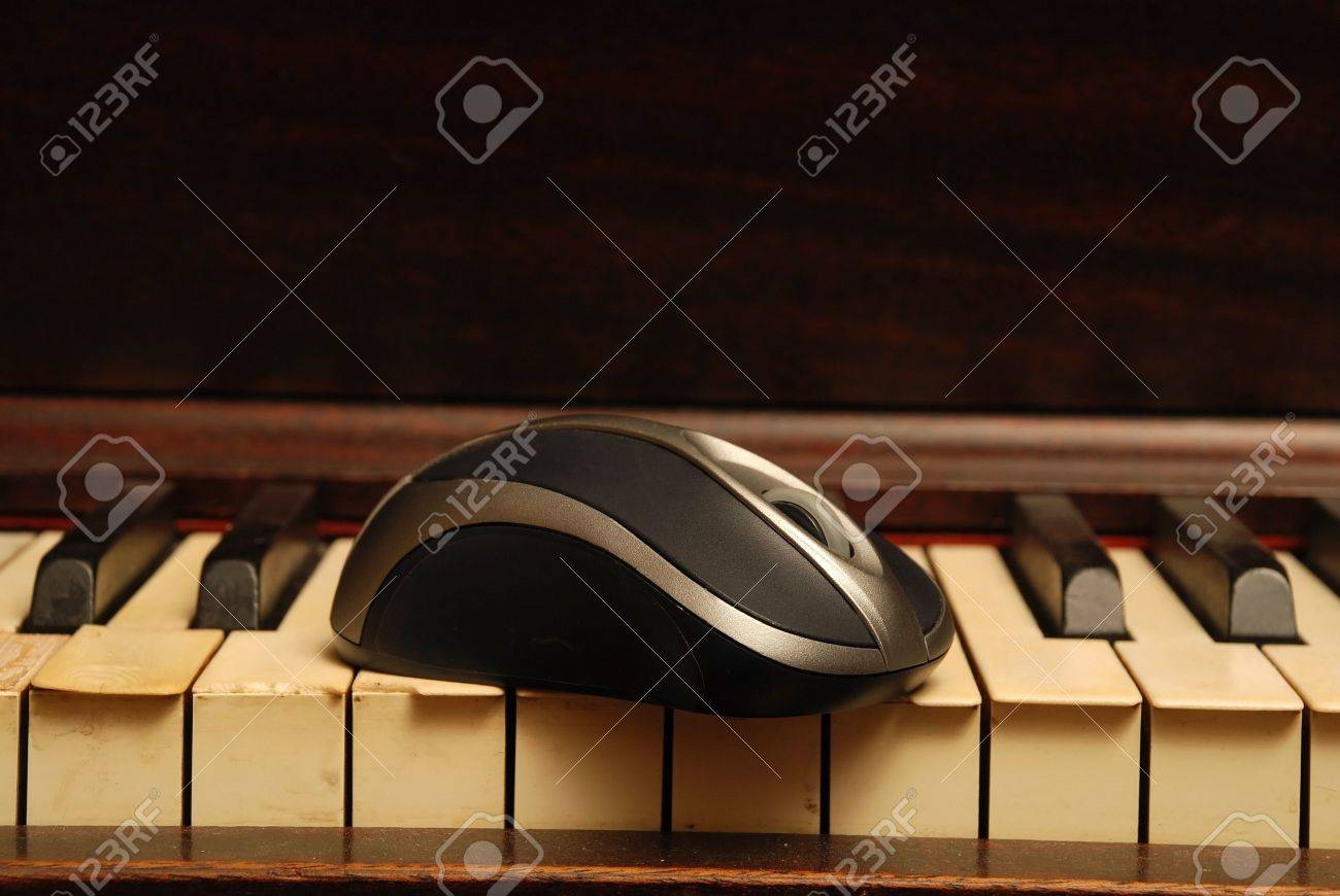 Vintage old Piano and modern computer mouse Stock Photo - 5116621