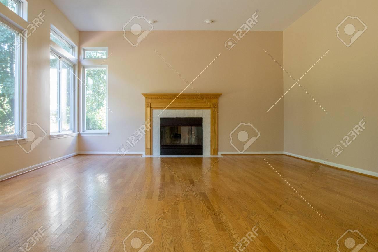empty family room with fireplace hardwood floor blank wall rh 123rf com Creepy Empty Room Empty Den Room