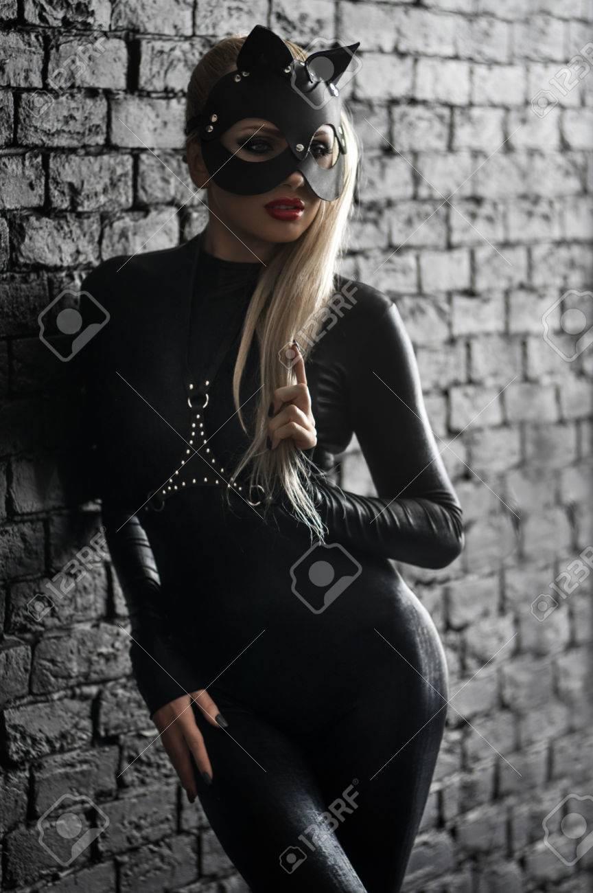 Vestido de cuero negro mujer