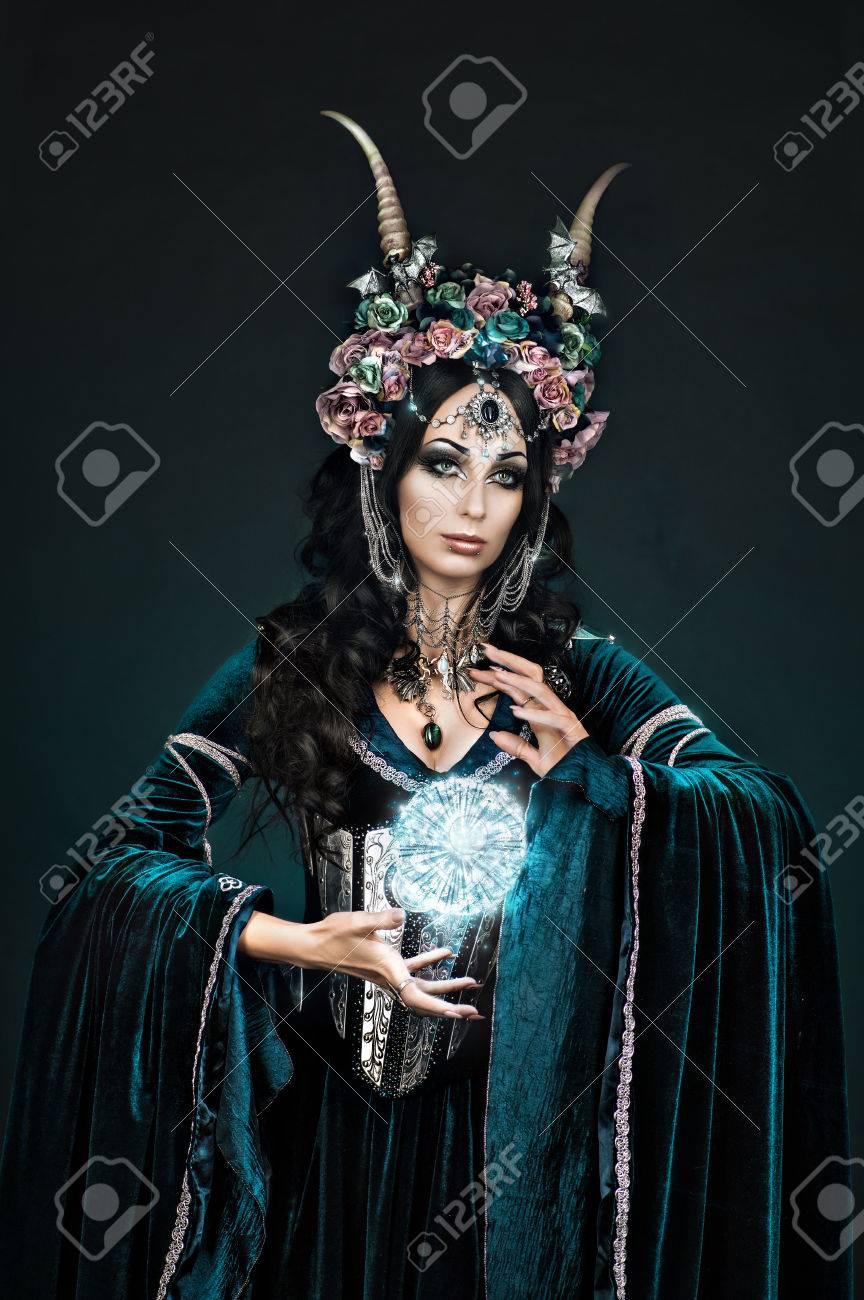 La Flores En Corona Medieval Elfa Fantasía Hermosa De Y Vestido hQsrdtC