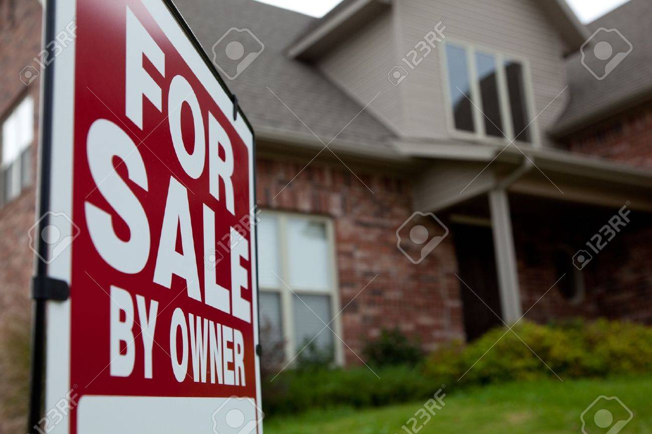 A house with a red for sale sign in the yard Stock Photo - 6768483