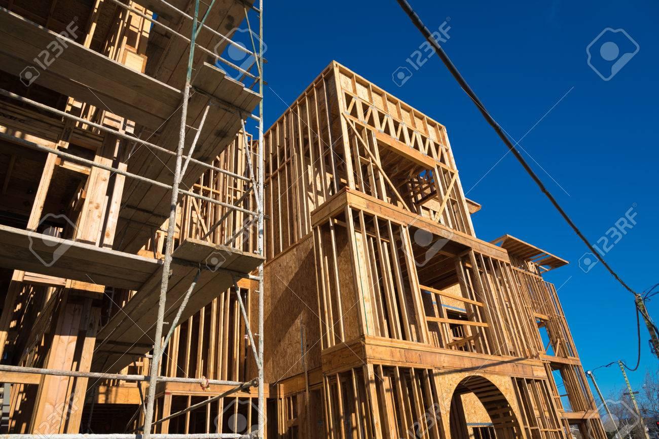 Encuadre De Madera Para La Construcción De Nuevos Condominios ...