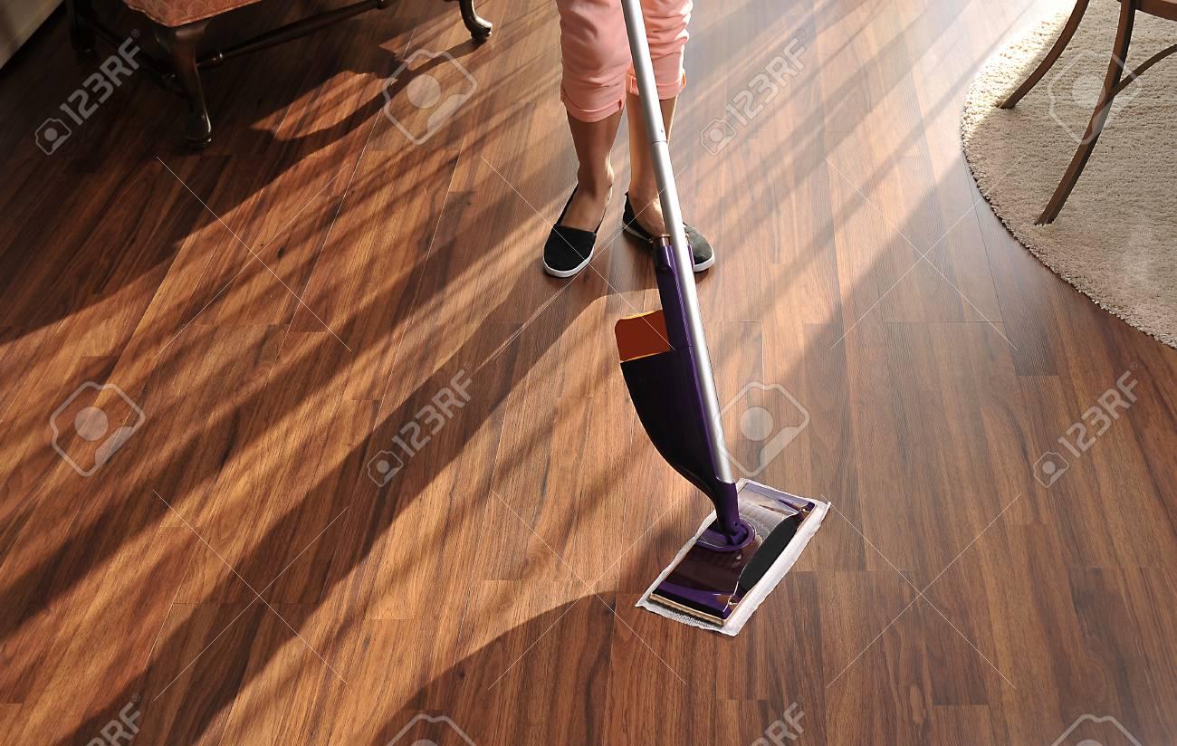 Holzfußboden Reinigen ~ Moderne mop für holzboden von staub reinigung reinigungsservice