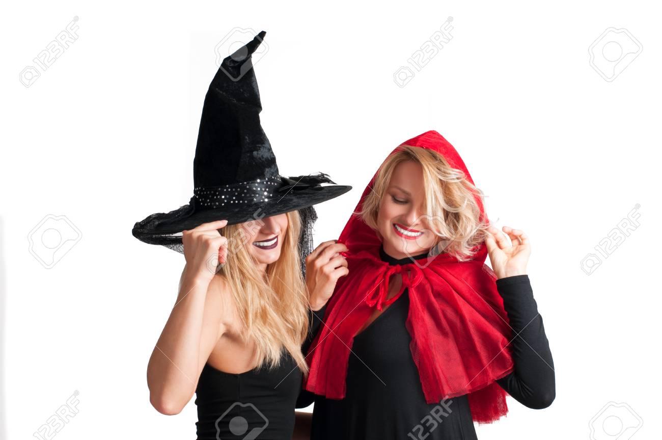 Caperucita Roja Halloween.Ninas Hermosas En Traje De Bruja De Halloween Y Caperucita Roja Sobre Fondo Blanco